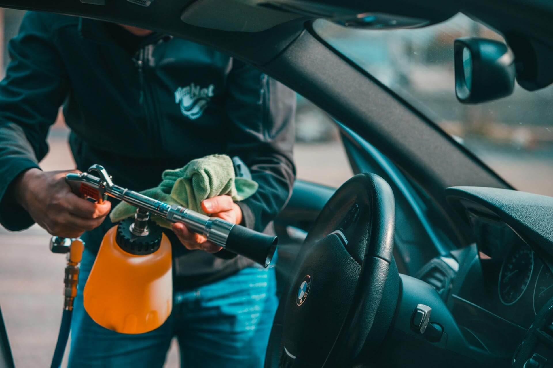 Le nettoyage des intérieurs au pistolet cyclone - Nettoyage de véhicules professionnels et utilitaires