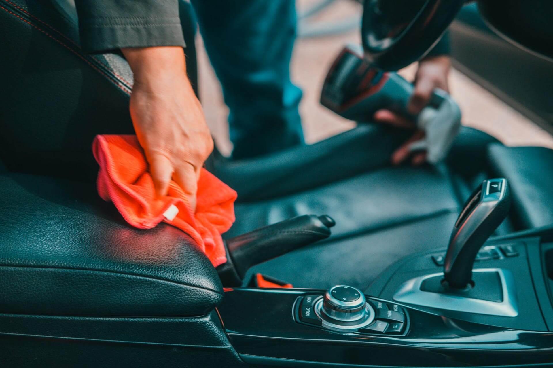 Le nettoyage, l'entretien et le traitement spécial des cuirs - Nettoyage de véhicules professionnels et utilitaires
